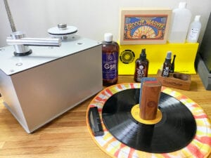 How to clean vinyl records. Cleaning tools image.